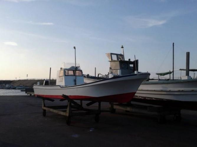 釣り船の手入れ