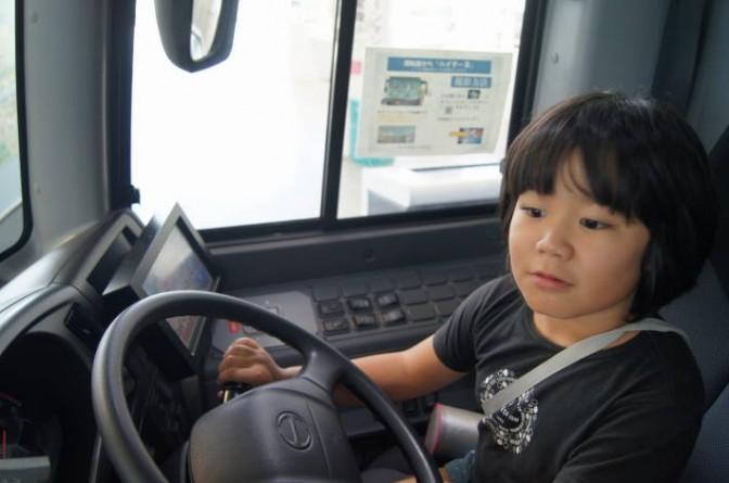 バスの運転席