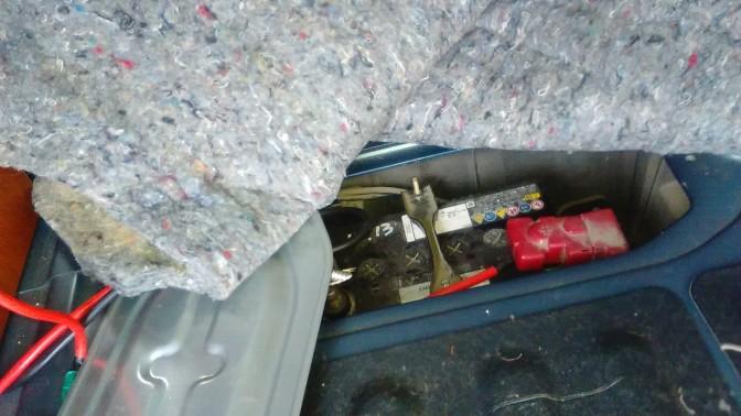 軽キャンピングカーのバッテリー