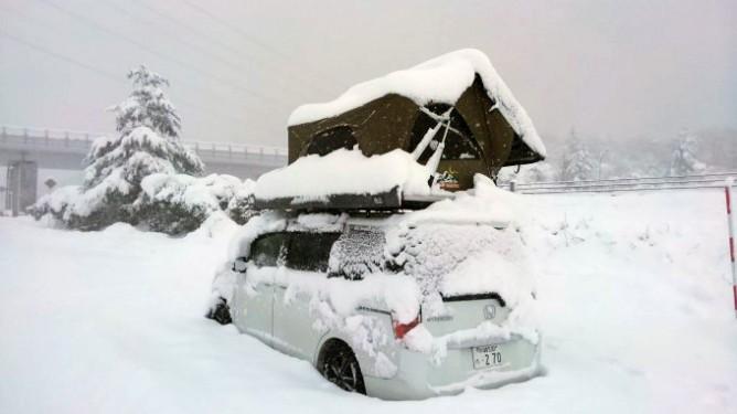 真冬のルーフテント