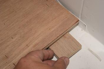床板の取り付け