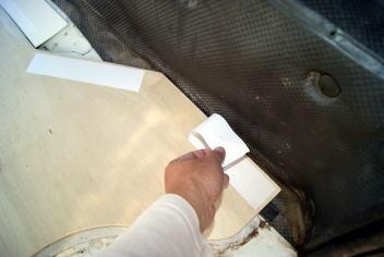 床板の固定